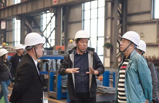 参观中誉鼎力智能化一体生产车间及高精端加工设备