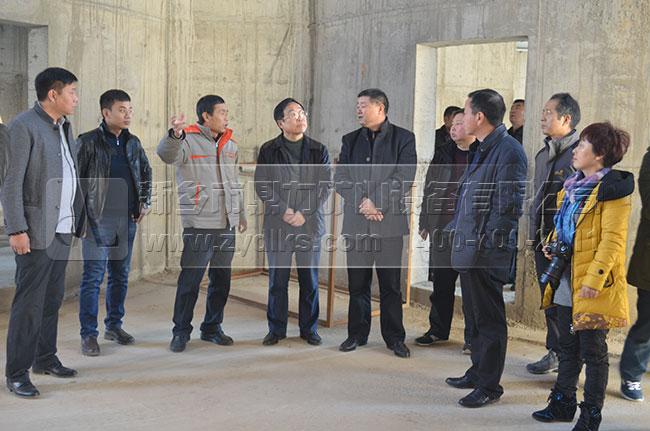 春江水泥负责人讲解生产线工艺配置
